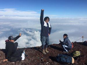 浅沼建設、夏のルーテイン富士登山、4年連続。